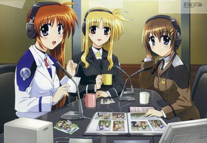 Rating: Safe Score: 13 Tags: fate_testarossa headphones mahou_shoujo_lyrical_nanoha mahou_shoujo_lyrical_nanoha_strikers microphone takamachi_nanoha uniform yagami_hayate User: Oyashiro-sama