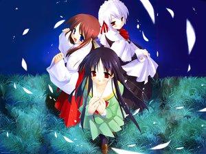 Rating: Safe Score: 9 Tags: japanese_clothes kotonomiya_yuki maid makino_nanami miko miyashiro_karin petals suigetsu User: Oyashiro-sama