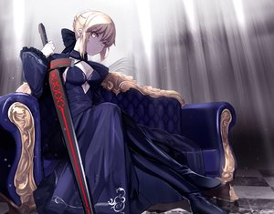 Rating: Safe Score: 61 Tags: artoria_pendragon_(all) blonde_hair braids fate/grand_order fate_(series) gloves saber saber_alter short_hair sword untsue weapon yellow_eyes User: BattlequeenYume