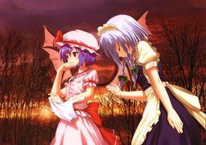Rating: Safe Score: 87 Tags: blue_hair braids hat izayoi_sakuya kamikire_basami maid purple_hair red_eyes remilia_scarlet sunset touhou vampire wings yasuyuki User: gnarf1975