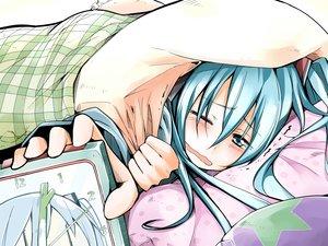 Rating: Safe Score: 35 Tags: aqua_eyes aqua_hair bed bibi blush hatsune_miku long_hair vocaloid wink User: RyuZU