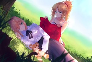 Rating: Safe Score: 23 Tags: 2girls blonde_hair blush fate/grand_order fate_(series) fate/stay_night gogatsu_fukuin grass green_eyes mordred ponytail saber short_hair wink User: RyuZU