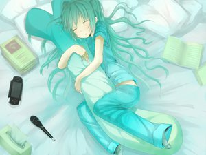 Rating: Safe Score: 104 Tags: aqua_hair game_console hatsune_miku microphone shiro_shougun sleeping vocaloid User: HawthorneKitty