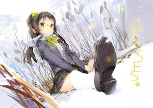 Rating: Safe Score: 241 Tags: anmi black_hair bow glasses green_eyes kneehighs original scarf skirt snow User: FormX