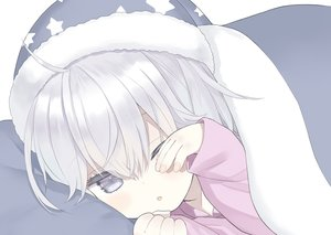 Rating: Safe Score: 14 Tags: bed capriccio close gray_eyes gray_hair hat loli original polychromatic wink User: BattlequeenYume