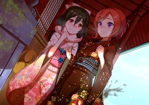 Rating: Safe Score: 169 Tags: 2girls black_hair blush japanese_clothes kimono long_hair love_live!_school_idol_project nishikino_maki purple_eyes red_eyes red_hair scarf short_hair shrine winter yazawa_nico zhanzheng_zi User: Flandre93