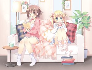 Rating: Safe Score: 168 Tags: 2girls blonde_hair blue_eyes blush book breasts brown_eyes brown_hair bunny cleavage couch drink glasses hoodie jpeg_artifacts kokoa-chan_(pan) leaves loli long_hair original pan_(mimi) short_hair socks ten-chan_(pan) twintails User: Flandre93