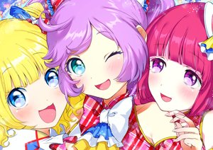 Rating: Safe Score: 54 Tags: blonde_hair blue_eyes blush close houjou_sophie manaka_lala minami_mirei ogino_atsuki pripara purple_eyes purple_hair red_hair wink User: Flandre93