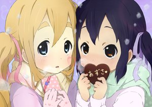 Rating: Safe Score: 63 Tags: 2girls chocolate gloves k-on! kotobuki_tsumugi nakano_azusa neki_(wakiko) twintails valentine User: FormX