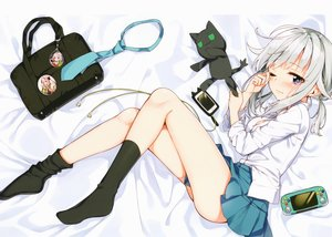 Rating: Safe Score: 63 Tags: ass bed blush breasts cleavage game_console headphones long_hair original phone ponytail purple_eyes sakuragi_ren scan seifuku socks tie white_hair wink User: BattlequeenYume