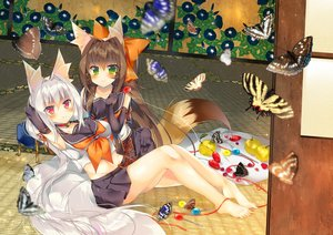 Rating: Safe Score: 102 Tags: 2girls aliasing animal_ears barefoot brown_hair choker elbow_gloves food foxgirl fruit gloves gray_hair green_eyes long_hair original red_eyes saichuu school_uniform tail User: SciFi