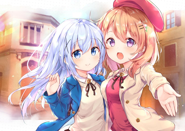 2girls aliasing blonde_hair blue_eyes blue_hair blush building gochuumon_wa_usagi_desu_ka? hat hoto_cocoa kafuu_chino long_hair purple_eyes tiguruvurumudo_vuorun