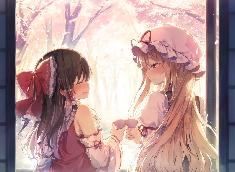 2girls black_hair blonde_hair blush bow cherry_blossoms drink flowers hakurei_reimu hat japanese_clothes long_hair miko purple_eyes sake shinoba touhou tree yakumo_yukari